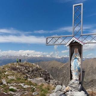 """Die """"richtigen"""" Alpen sind nicht weit entfernt und bilden oft den Hintergrund fürs Gipfelbild. Foto: Ingo Röger"""