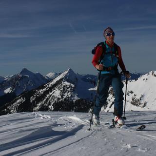 An Gipfelrücken, wie hier am Mittwoch an der Hochblasse hat der Wind deutliche Spuren hinterlassen. Foto M. Pröttel