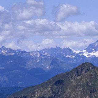 Passo Ignaga - 7. Etappe: Vom Passo Ignaga (auch Passo Casinelle), den der Adamello-Höhenweg streift, bietet sich ein herrlicher Blick nach Nordwesten in die Berninagruppe.