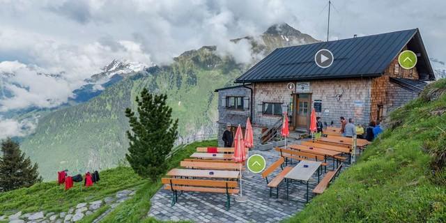 Einmal durch die Hütte und sogar bis zum nahen Gipfel, bequem vom Sofa aus. Foto: Thomas Rychly