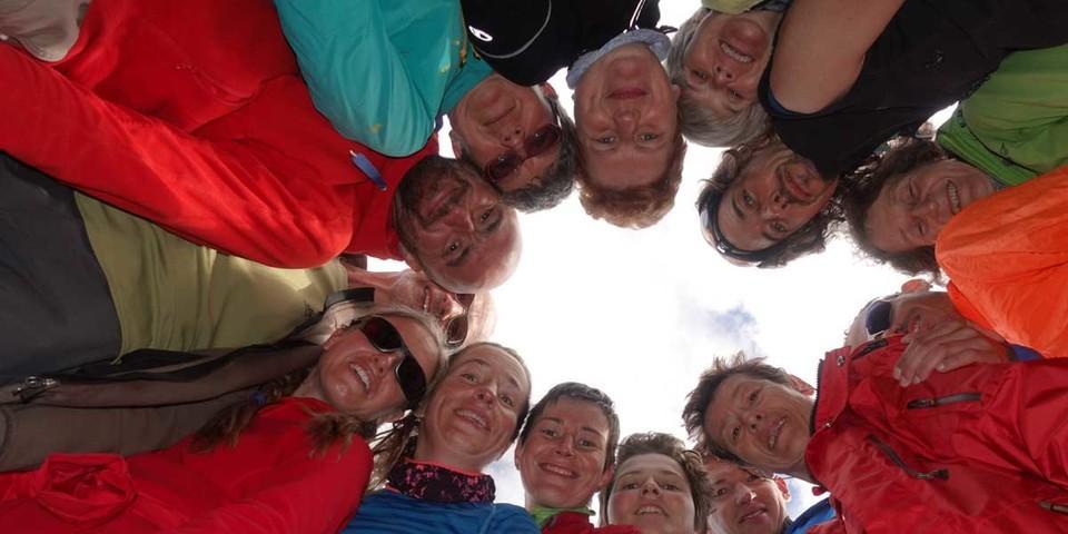 Zwölf Menschen mit und ohne Behinderung  sind gemeinsam in zehn Tagen über die Alpen gewandert. Foto: Sascha Mache