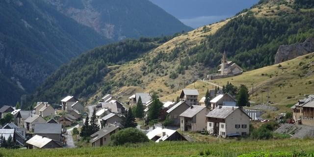 Tag 8: Das Tagesziel im Blick – Cervières ist ein 200-Seelen Dörfchen in der Region Provence-Alpes-Côte d'Azur.