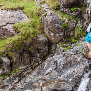 Erfrischendes Badegelände - Vorbei an Gumpen und Wasserfällen verläuft die Route durch den Sourmilk Gill – ein Wanderweg, wie man ihn in den Alpen nicht so leicht findet.