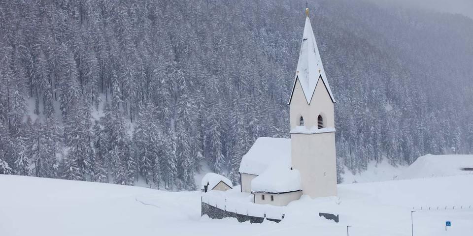 So viel Schnee gibt's nur in Ausnahmefällen – für schöne Skitouren aber reicht's normalerweise immer. Foto: Markus Stadler