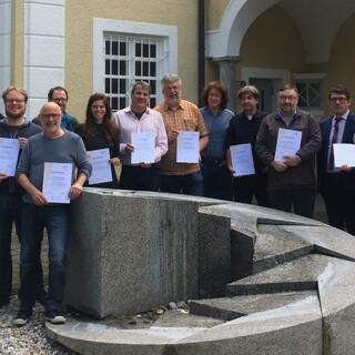 Die Leiterinnen und Leiter der Jugendbildungsstätten bei der Übergabe der Zertifikate am 23. Mai 2019 im Institut für Jugendarbeit in Gauting