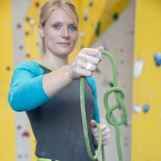Kletterausrüstung muss sorgfältig gewartet und überprüft werden. Foto: DAV/Hansi Heckmair