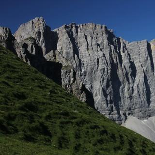 Auch die Nordwände des Karwendelhauptkamms sind komplett schneefrei. Foto Pröttel