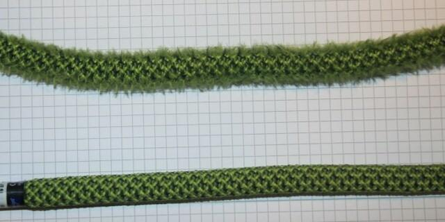 Aufgepelztes Seil oben und ursprünglicher Mantelzustand unten