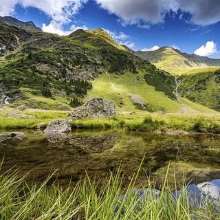 Im Wipptal gibt es noch ein paar ruhige Ecken, Foto: ServusTV/AlpsolutPicture/Andrea Kaboto