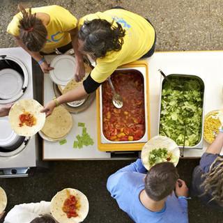 Wraps zum Mittagessen aus einer ungewöhnlichen Perspektive. Foto: JDAV/Ben Spengler