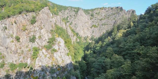 Die Felsenwelt des Bodetals hat beinahe alpine Dimensionen. Foto: Folkert Lenz