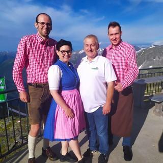V.l.n.r.: Patrik, Veronika & Team, Foto: Oberlohr