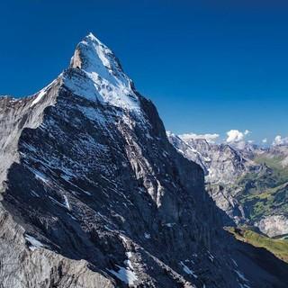 Der Mittellegigrat mit Blick in die Eiger-Nordwand, Foto: Jörg Bodenbender