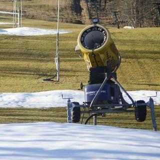 Bei warmen Temperaturen halfen zeitweilig nicht einmal Schneekanonen, Foto: Thomas Bucher