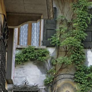 Bagolino - 9. Etappe: In Bagolino, einem stillen Bergdorf, endet die lange Wanderung. Der Ort lohnt einen ausführlichen Bummel. Fresken und Glyzinen schmücken die Wände.