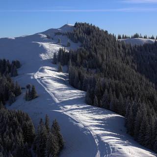 Auch die Ammergauer Hörnle präsentieren sich im Gipfelbereich wieder winterlich. Foto: M. Pröttel
