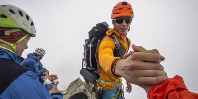 Trotz durchwachsenem Wetter wurde der ein oder andere Gipfel erreicht - der der Watzespitze sogar zweimal! Foto: DAV / Silvan Metz