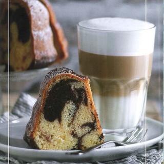 Kaffeegedeck aus dem Buch Kaffeeklatsch, Foto: Britta Zwiehoff