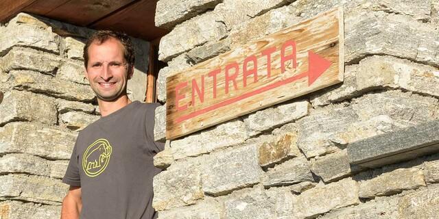 Ivan Mattei ist Hirte und der Wirt der Capanna Poncione di Braga. Foto: Folkert Lenz