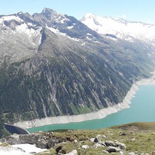 Der Schlegeisspeicher im Zillertal ist ein Beispiel für einen künstlich angelegten Bergsee. Foto: Werner Beer