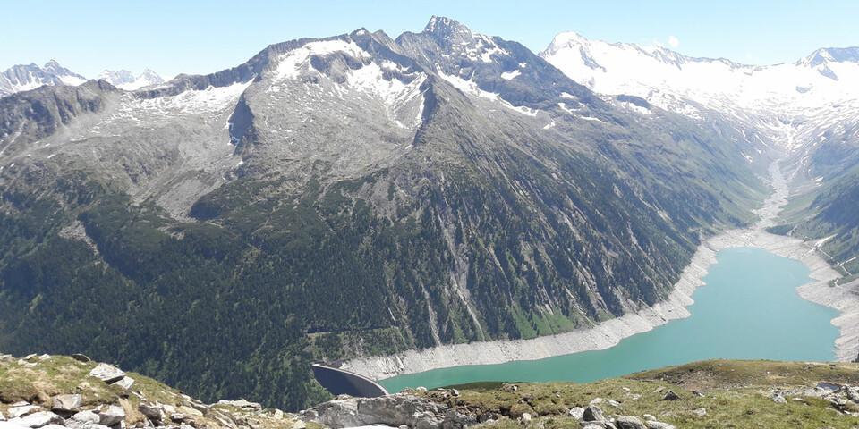 Der Schlegeisspeicher mit Staumauer von der Olpererhütte aus gesehen. Foto: Werner Beer