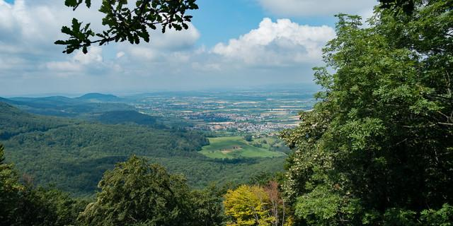 Weite Sicht vom Albtrauf ins Schwäbische Land. Foto: Christof Herrmann