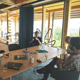 Raoul Taschinski (r.) im Gespräch mit Dr. Lukas Köhler (FDP), Foto: JDAV/Andrea Scheu