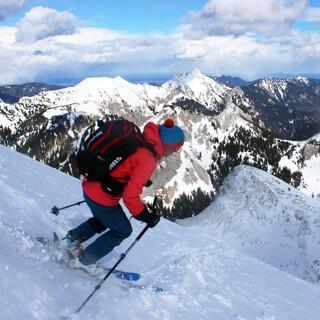 In den  Ammergauer Alpen findet man mit etwas Gespür noch ausreichend Schnee zum Skitourengehen. Foto: DAV/Pröttel