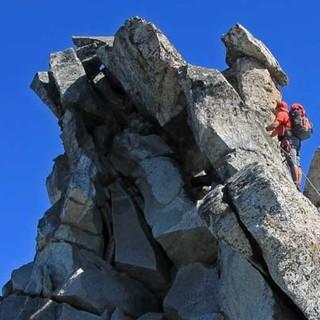 Zum Gipfel der Hochalmspitze - Voll auf Draht: Stahlseile helfen beim Anstieg vom Säuleck zur Hochalmspitze, einer Weg-Zugabe, für die sich ein Extra-Tag lohnt.