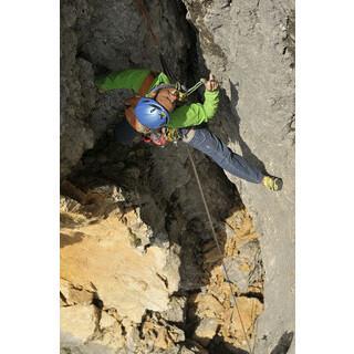 Voll alpin, Mann. Ruhig Blut beweist Tom Hesslinger in der mäßig gesicherten VI- Länge am Hinterstoißerpfeiler.