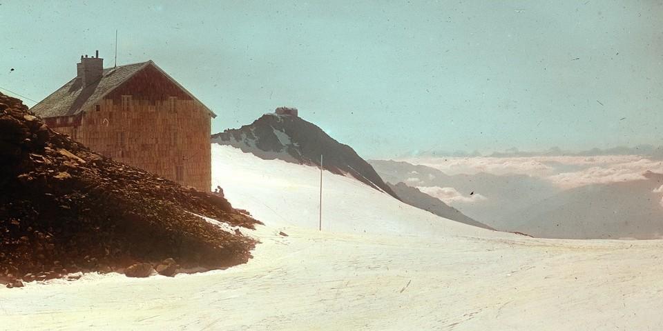 Neue Teplitzer Hütte mit Blick auf das Becherhaus. Archiv des DAV, München