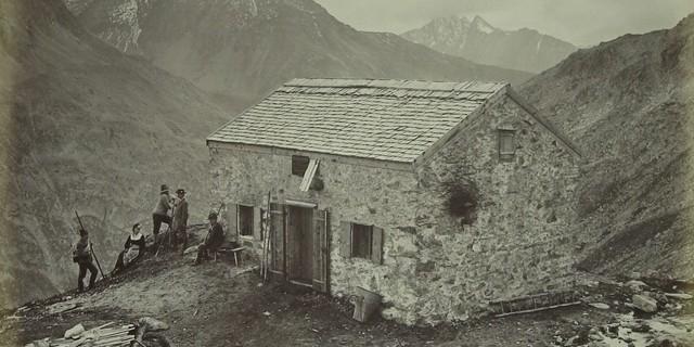 Olperer Hütte im Zillertal, um 1885. Foto: Bernhard Johannes. Archiv des DAV, München.