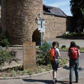 Ahrweiler ist von einer mächtigen historischen Stadtmauer umgeben. Foto: DAV/Klaus Herzmann