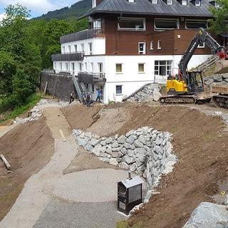 Tipiplatz, Pizzaofen und der neue Weg zum Haus, 18.06.2020; Foto: Jubi/Nico Löder