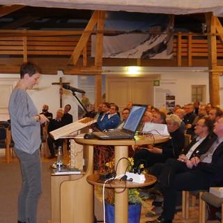 Doris Hallama spricht den Eröffnungsbeitrag des Hüttenfachsymposiums 2017, Foto: Archiv DAV