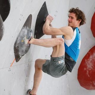 Adam Ondra hat sich bei der Kletter-WM in Hachioji einen Fehltritt geleistet und die Olympia-Qualifikation vorerst verpasst. Foto: DAV/Marco Kost