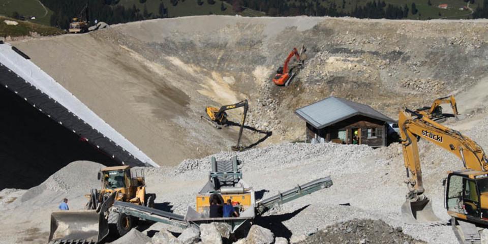 Bauarbeiten - Bagger am Sudelfeld formen den Speichersee (Foto: DAV - S. Reich)