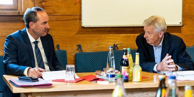Austausch über die finanzielle Notsituation der Schutzhütten während Corona. Foto: DAV/Franz Güntner
