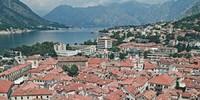 Die Hafenstadt Kotor liegt geschützt am Ende der gleichnamigen Bucht. Foto: Thorsten Brönner