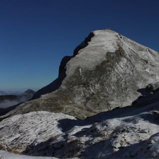 Am Freitag morgen dürften sich höhere Gipfel wie die Rote Spitze bereits winterlich präsentieren. Foto: M. Pröttel