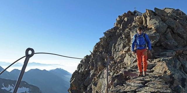 Nicht furchtbar schwierig, aber für echte Bergsteiger: die letzte Etappe zum Wilden Freiger. Foto: Stefan Herbke