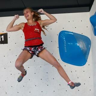 Titel geholt! Hannah Meul am letzten Boulder im Finale. Foto: Marco Kost