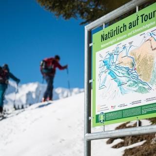 Naturverträgliche Schnee- und Skischuhrouten schützen sensible Bereiche, sog. Wald-Wild-Schongebiete. Foto: DAV/Daniel Hug