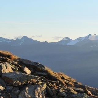 Morgenstimmung - Grande Finale. Ein strahlender Morgen über dem Gurgler Tal eröffnet die letzte Etappe.