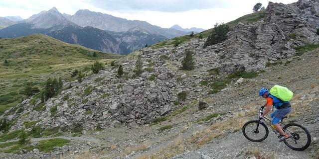 Tag 8: Nach dem Col de Montgenèvre passiert man oberhalb von Briançon die historischen Befestigungslinien mit ihren zahlreichen Forts und rollt entspannt hinunter ins Cervières-Tal.
