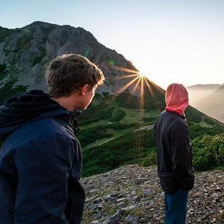 Sonnenaufgang in den Bergen. Foto: JDAV / Silvan Metz.