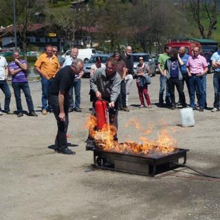 Übung zum Brandschutz im Rahmen des Hüttentechnikseminars, Foto: Archiv DAV