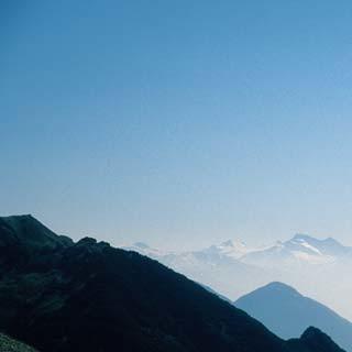 Sind so weite Wege: Die Schotterfelder am Südwandsteig bekommen viel Sonne ab.
