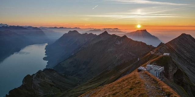 Abendstund hat Gold im Sucher. Knapp über dem Berghaus Rothorn Kulm klingt der erste von zwei großen Bergtagen aus. Foto: Bernd Jung