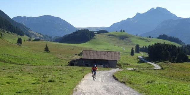 Tag 2: Sanfter Start über das Plateau des Glières Richtung Montagne des Auges.